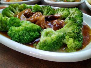 """6 tipuri de alimente care asigură sănătatea tubului tău digestiv, supranumit """"al doilea creier"""""""