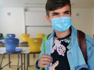 Măsurile care au permis redeschiderea cu succes a tuturor școlilor din Anglia: mască opțională și testare anti-COVID în procente uriașe. Grija principală este recuperarea orelor pierdute, bunăstarea copiilor și o înlocuire a sistemului de examinare