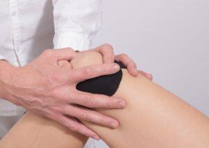 Ce este indicat să facem ca să prevenim leziunile de menisc și de ligamente instalate la nivelul genunchilor?