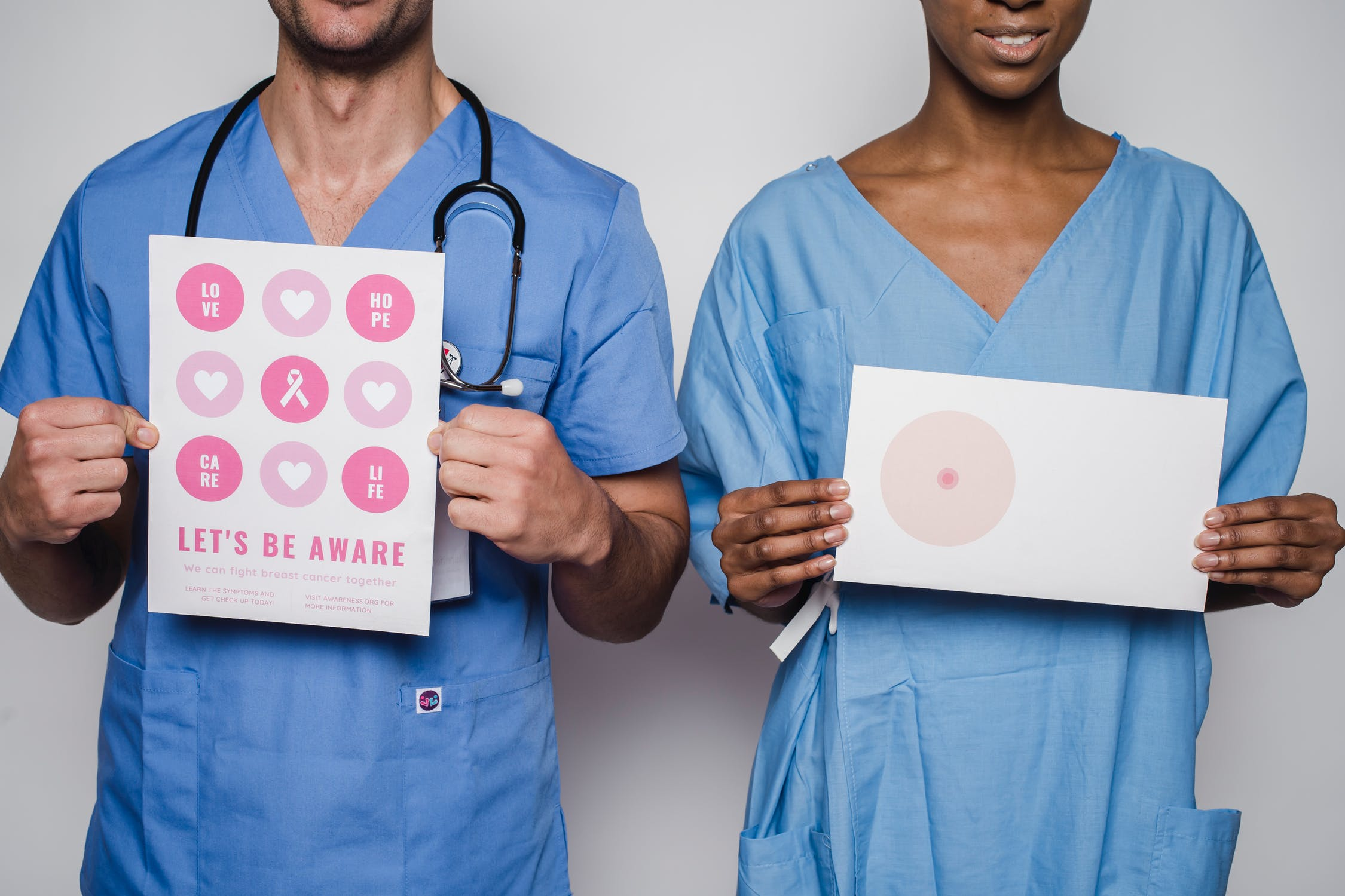 Informații utile pentru pacienții cu cancer pulmonar, de vezică urinară sau de sân. Platforma unde găsesc răspunsuri validate medical, animații și materiale video
